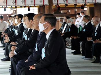 式典に臨む慰霊諸団体代表