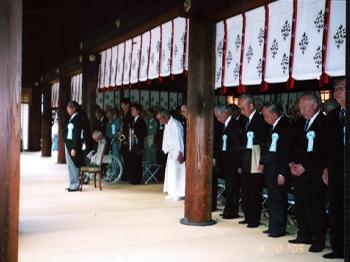 拝殿での慰霊祭式典